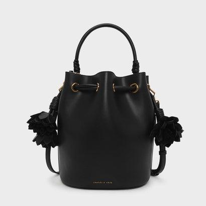 フローラルタッセルドローストリングバックルバッグ / FLORAL TASSEL DRAWSTRING BUCKET BAG (Black)