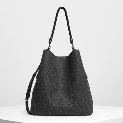 タッセルディテール オーバーサイズ バケツバッグ / Tassel Detail Oversized Bucket Bag (Black)