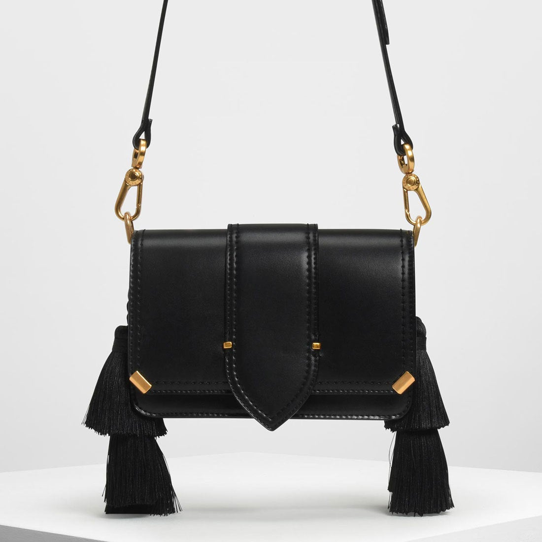 425ec90ca599 CHARLES & KEITH タッセルショルダーバッグ / Tassel Shoulder Bag (Black)-CHARLES &  KEITH公式オンラインストア