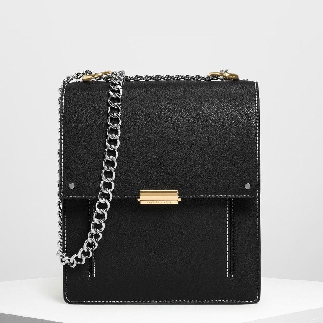 CHARLES \u0026 KEITH チェーンストラップ ポートレートメッセンジャーバッグ / Chain Strap Portrait Messenger  Bag (Black ,靴&ファッション通販 ロコンド〜自宅で