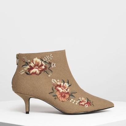 フローラル エンベリッシュド キトンヒール ブーツ / Floral Embroidery Kitten Heel Boots (Beige)