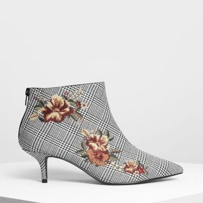 フローラル エンベリッシュド キトンヒール ブーツ / Floral Embroidery Kitten Heel Boots (Multi)