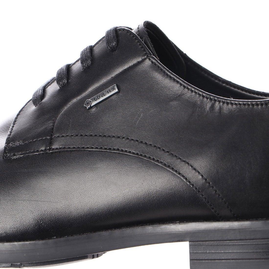 おすすめの革靴スニーカー06:クラークスのVennor Walk(ベナーウォーク)です。