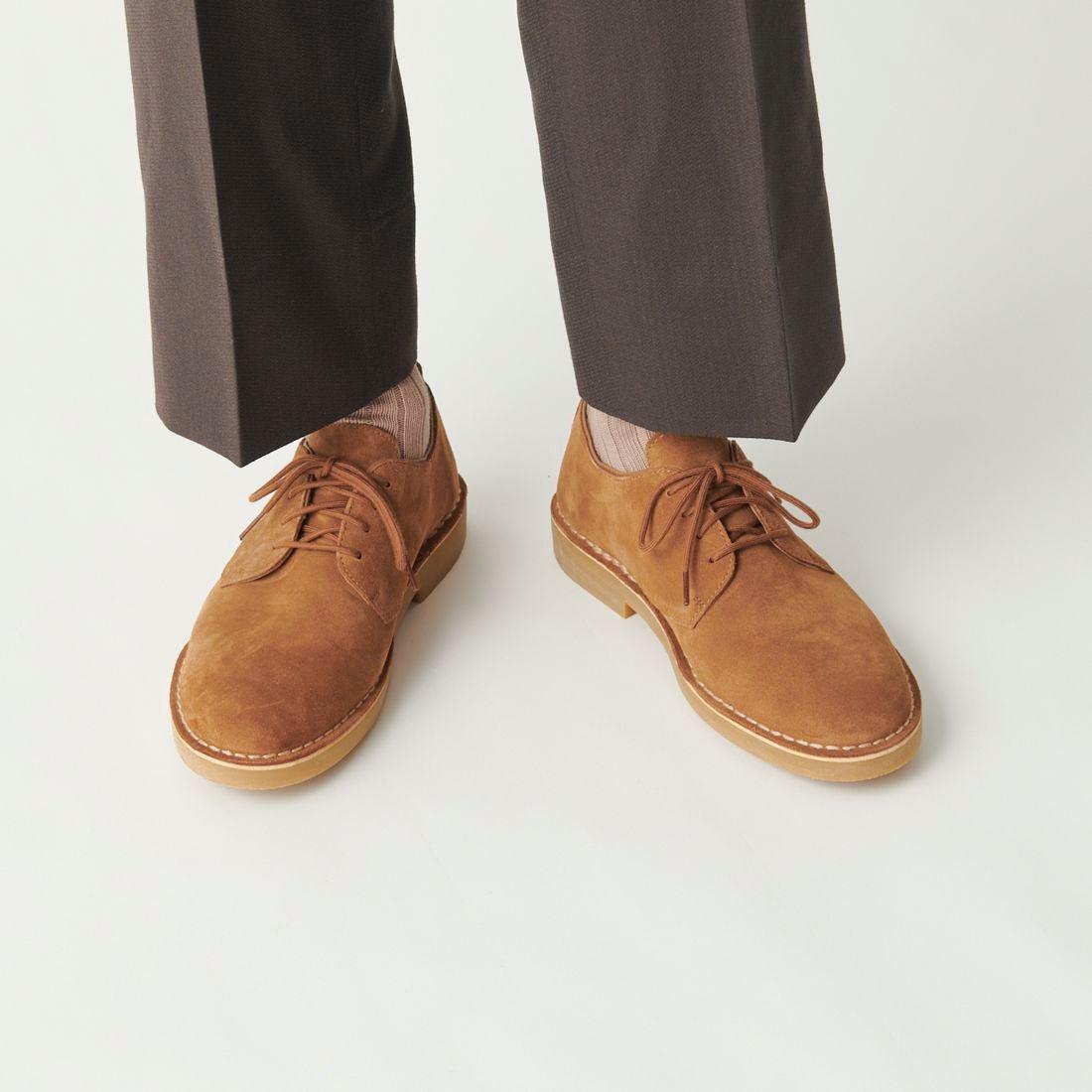 """【Clarks デザートロンドン2・コニャックスエードの画像コメント1】スエードのマットな感じと""""良い意味でのざらつき""""が実にカジュアル革靴らしい表情です。"""