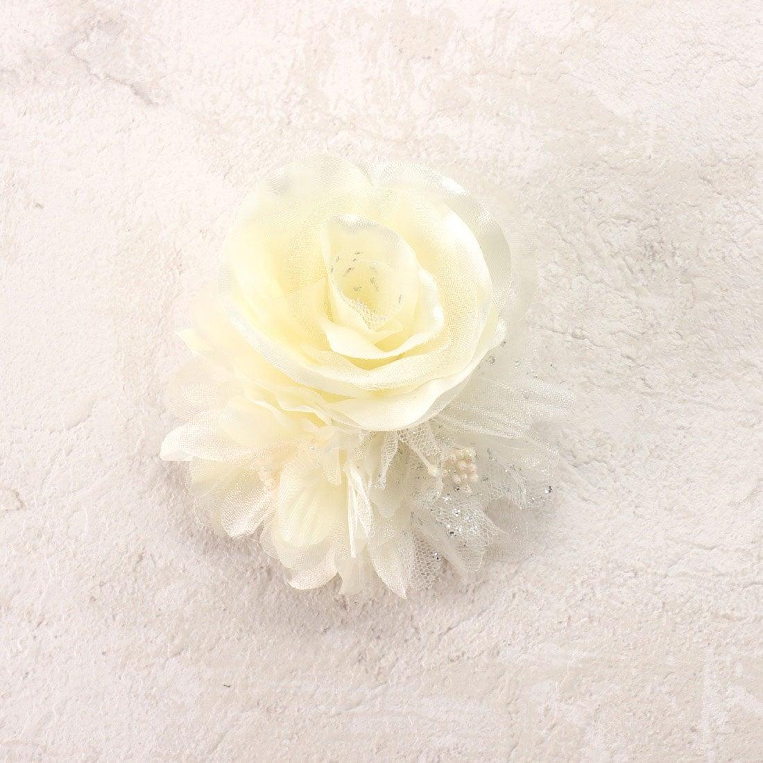 コムサイズム COMME CA ISM 3輪フラワーコサージュ (ホワイト)【オケージョン・フォーマル・結婚式・お呼ばれ】