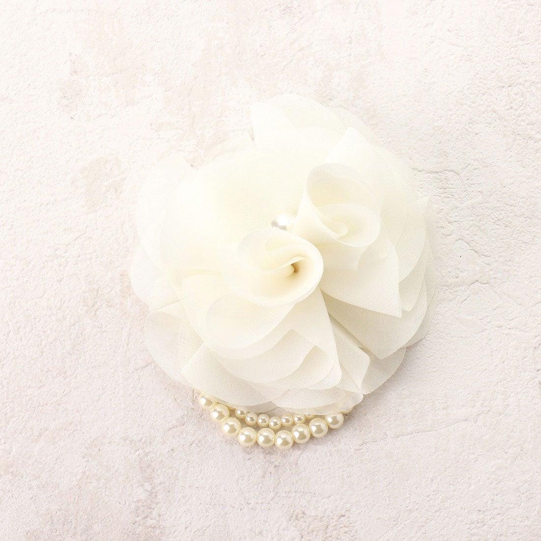 コムサイズム COMME CA ISM 2WAYブレスレット付フラワーコサージュ (ホワイト)【オケージョン・フォーマル・結婚式・お呼ばれ】