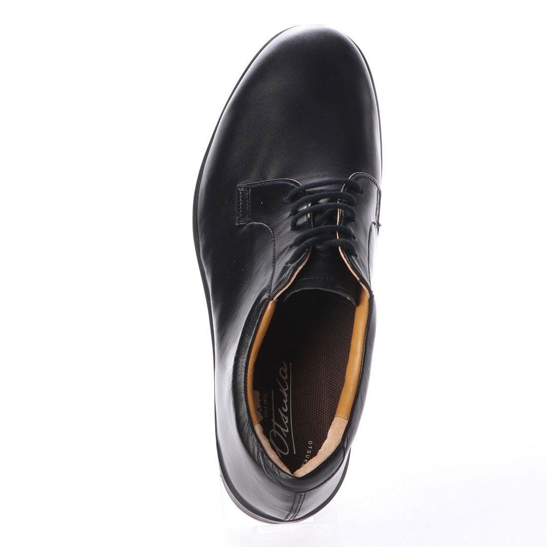 【大塚製靴 外羽根プレーントゥ OT-2013の画像コメント2】上から見た時も、なかなかの丸顔。捨て寸(つま先から先の空洞)も少な目で、ちょっと旧き良き時代を思わせますね。