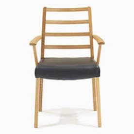 IDC OTSUKA/大塚家具 椅子 シネマ(肘付) Aタイプ レッドオーク材/WO色 PVCブラック (ホワイトオーク)