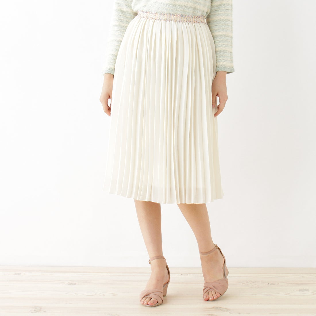 【SALE 73%OFF】クチュール ブローチ Couture brooch 【WEB限定プライス】デザインベルトプリーツスカート (オフホワイト)