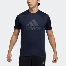 マストハブ バッジ オブ スポーツ  グラフィック 半袖Tシャツ / Must Haves Badge of Sport Graphic Tee (ブルー)