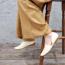 履きやすく足をホールドしてくれる【LEZZA BOTANICA】アシンメトリーフラットシューズ (アイボリー)