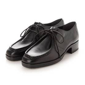 メンズライクでクールな足元を演出するチロリアンシューズ (ブラック)