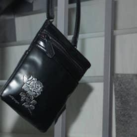 フィセルローズ シザーズバッグ (ブラック×シルバー)