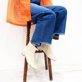 やわらかレザーで履きやすいプレーンショートブーツ (オフホワイト)