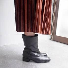 ふかふかでやわらかな履き心地・ボリュームショートブーツ (ブラック)