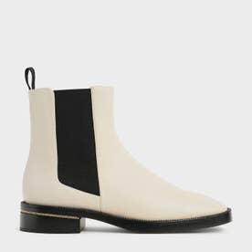 【2021 FALL 新作】チェーントリム ヒールアンクルブーツ / Chain-Trim Heel Ankle Boots (Chalk)
