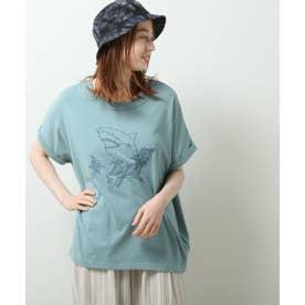 浜辺でくつろぐシャーク刺繍ゆるTEE (サックス)