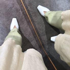 《APOM》本革センターパーツスクエアパンプス (ホワイト)