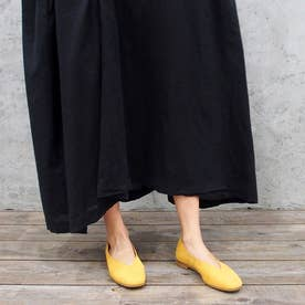 足が痛くならない靴で人気!Vカットフラットシューズ (マスタード)