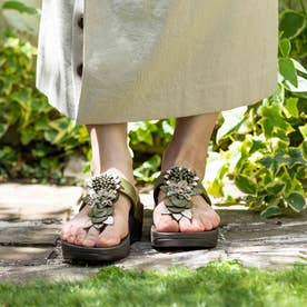FINO FLORAL CLUSTER TOE-POST SANDALS (Olive Green)