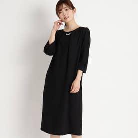 パールネックレス付きサックドレス (ブラック)