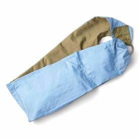 スカーフみたいに身にまといたい フィットしてらくちんな はっ水ウェアラブルバッグ (スカイブルー×カーキ)