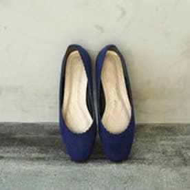 スカラップが足を美しく見せる しなやかな履き心地にこだわったフラットパンプス (夜空の色ネイビー)