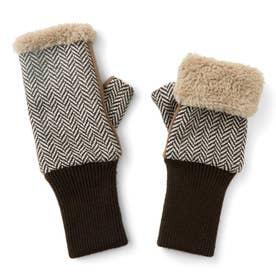 伸ばして指先までカバー! ファーとフリースが包み込む 暖かアームウォーマー (ブラウン)