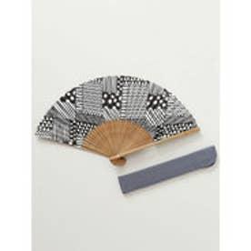 【カヤ】和の香り 幾何学合わせ紙扇子 袋付き ブラック×ホワイト