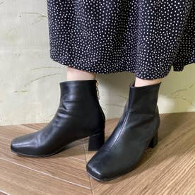 Realta(レアルタ) バックチャーム付きショート ブーツ (ブラック・PU)