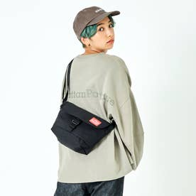 Buckle NY Casual Messenger Bag (Black)