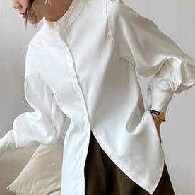 ゆったりした袖口がレトロな雰囲気のレディースシャツ。 (ホワイト)