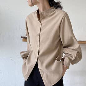 ゆったりした袖口がレトロな雰囲気のレディースシャツ。 (ベージュ)