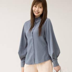 ゆったりした袖口がレトロな雰囲気のレディースシャツ。 (ブルー)