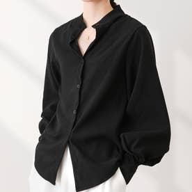 ゆったりした袖口がレトロな雰囲気のレディースシャツ。 (ブラック)