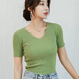女性らしさを演出する美ラインのVネックTシャツ (グリーン)