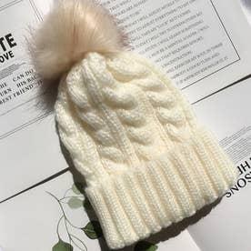 ニット帽子 レディース 防寒 ぽんぽん付き 帽子 ケーブル編み 柔らかい 可愛い ファーボンボン (アイボリー)