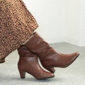 ミドルヒールのシャーリングブーツ(ブラウン)