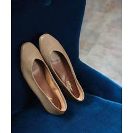 足にぴったりフィットする柔らか素材Vカットフラットパンプス (グレージュ)