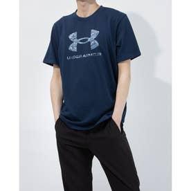 メンズ 半袖Tシャツ UA ABC Camo Big Logo SS 1365199 (ネイビー)