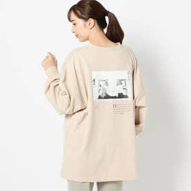 バックフォトプリントロングTシャツ (ピンクベージュ)