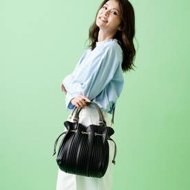 プリーツ加工の巾着バッグ ロングショルダー付 (ブラック)