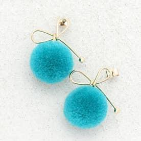 リボン×ポンポンピアス レディースピアス ポンポン ジュエリー アクセサリー プレゼント ウール 毛糸 丸い リボンモチーフ (BLUE)